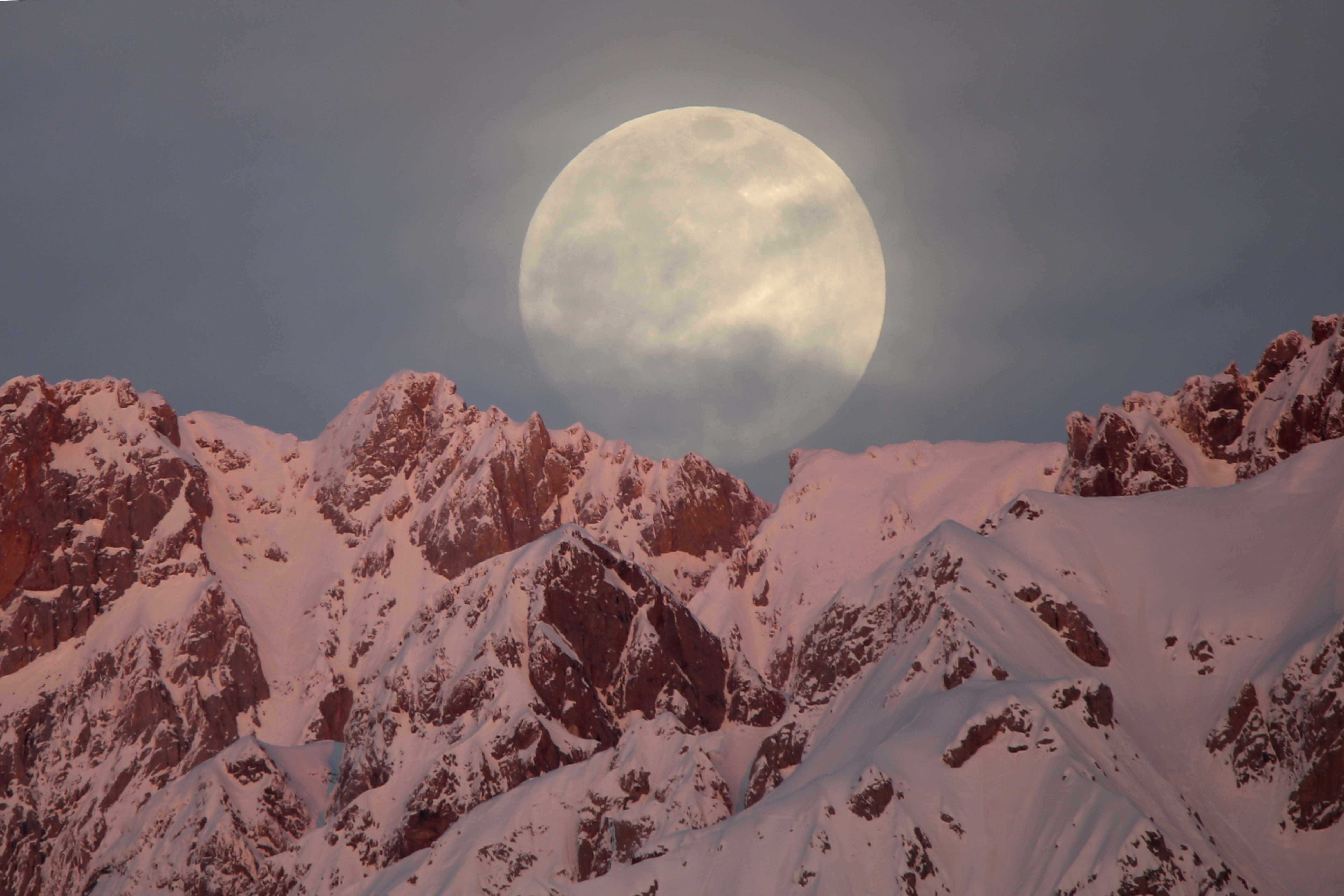 """Bundle Up—A Full """"Snow Moon"""" Is Coming February 8"""