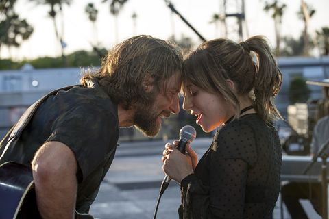 scène uit a star is born met lady gaga en bradley cooper