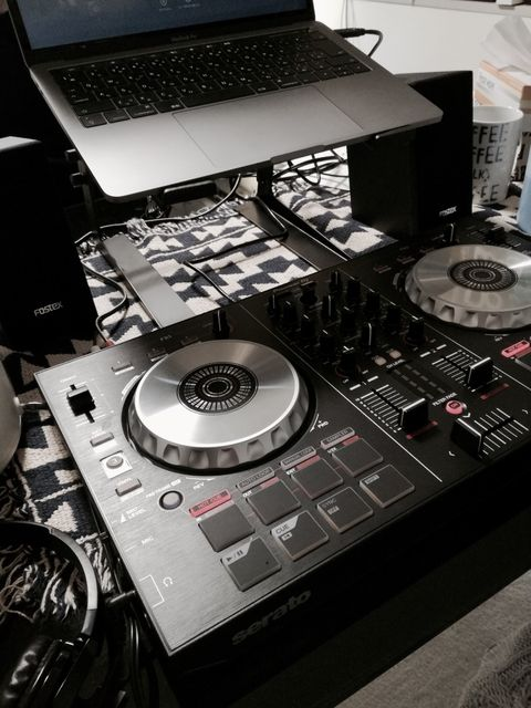 Electronics, Audio equipment, Cdj, Technology, Media player, Electronic musical instrument, Electronic device, Cd player, Disc jockey, Record player,
