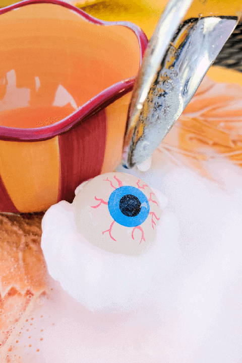 eyeball surprise halloween game