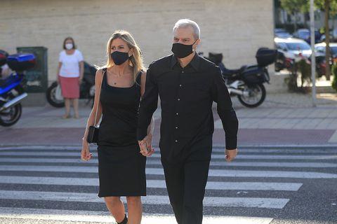ramón garcía y su mujer, patricia cerezo, en el funeral de aless lequio