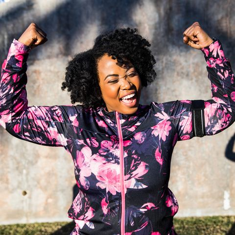 funny portrait of a young black curvy woman during a training session