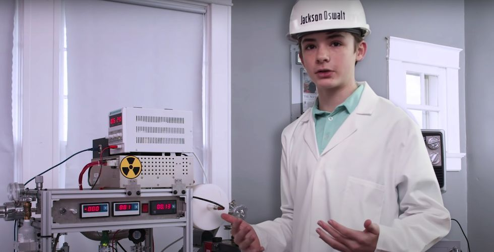 A 12-Year-Old Kid Built a Working Nuclear Fusion Reactor (and Broke an Epic Record)