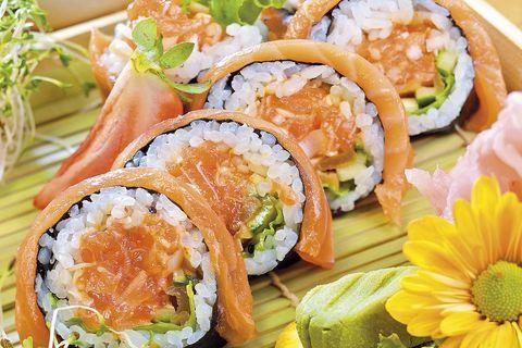 futomaki de salmón y aguacate