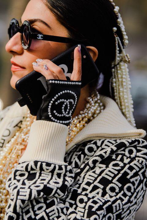 Eyewear, White, Black, Street fashion, Beauty, Sunglasses, Fashion, Black-and-white, Cool, Shoulder,