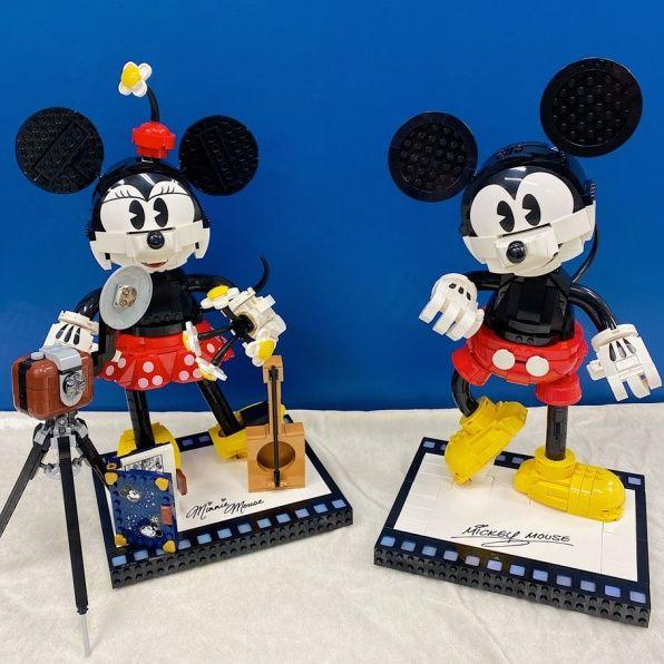 復古迪士尼「米奇米妮樂高組」換上經典服裝,搭配復古相機、吉他可愛到想尖叫