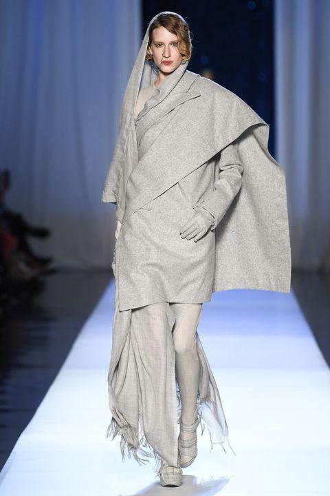 Fashion, Fashion model, Fashion show, Runway, Clothing, Fashion design, Haute couture, Outerwear, Model, Event,