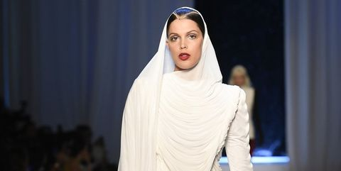 Fashion model, Fashion, Fashion show, Runway, Clothing, Fashion design, Footwear, Public event, Outerwear, Haute couture,