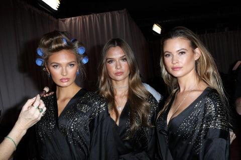 Hair, Fashion, Beauty, Hairstyle, Event, Fashion design, Fun, Brown hair, Haute couture, Model,