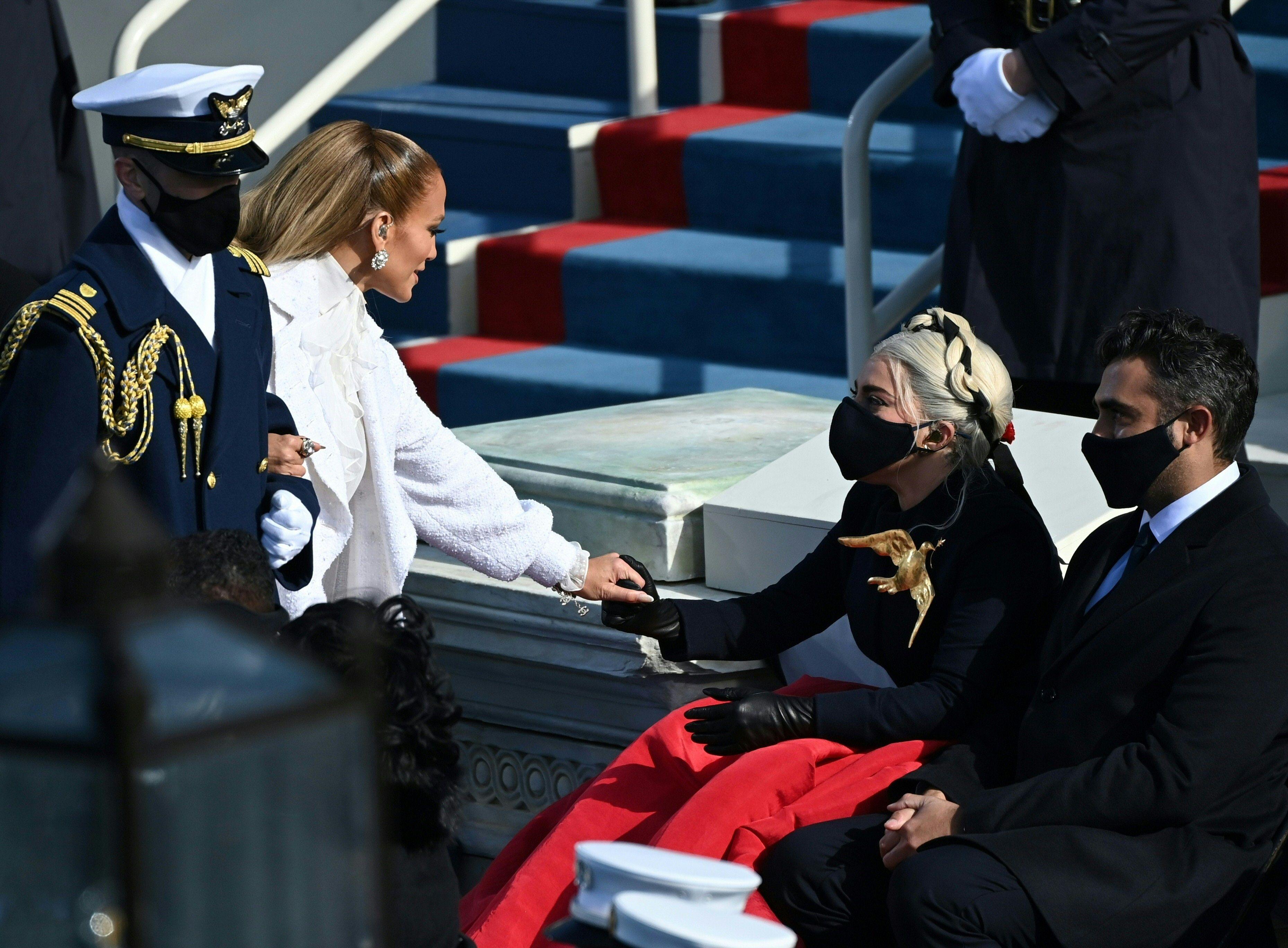 Sì, il mondo si era perso il bacio di Lady Gaga col fidanzato Michael Polansky all'Inauguration Day