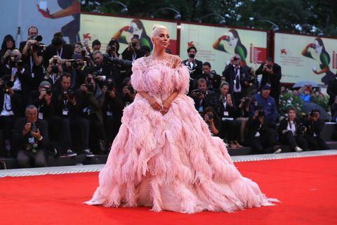 Red carpet, Dress, Carpet, Premiere, Flooring, Fashion, Gown, Pink, Event, Public event,