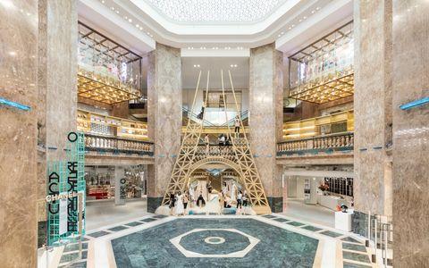 Building, Lobby, Architecture, Interior design, Basilica, Ceiling, Classical architecture,