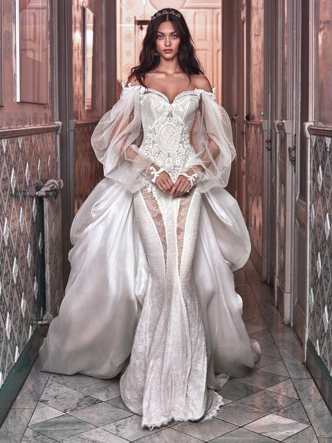 A closer look at the wedding dress Beyoncé wore for her and Jay-Z\'s ...