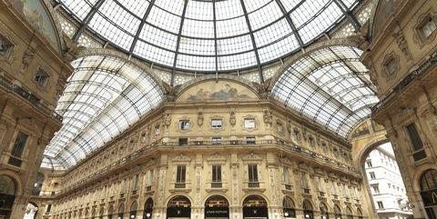 Building, Architecture, Landmark, Dome, Byzantine architecture, City, Daylighting, Arcade, Shopping mall, Tourism,