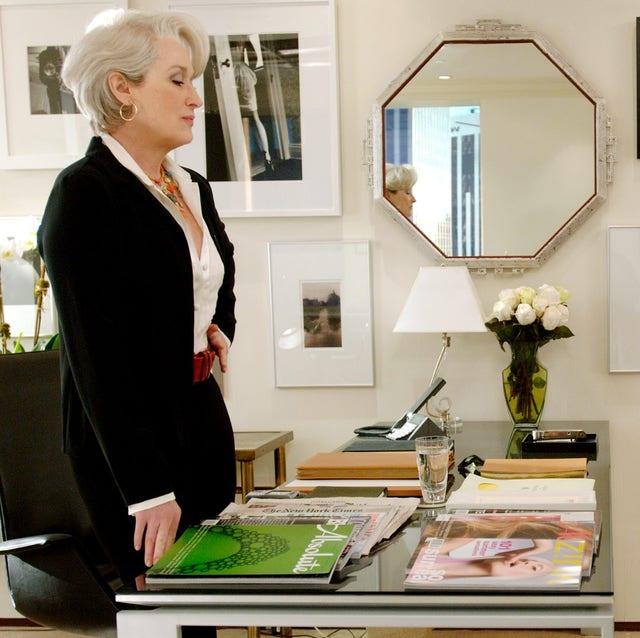 Interior design, Room, White-collar worker, Furniture, Conversation, Employment, House, Businessperson,