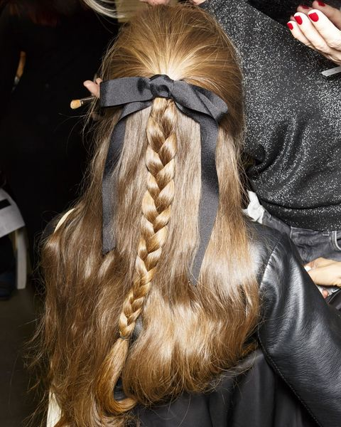 22 Easy Christmas Hairstyles - Quick Hair Ideas For A ...
