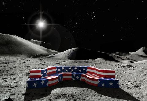 IL LEONARDO   AMERICAN FLAG. ALLA CONQUISTA DELLA LUNA. L'EDIZIONE 2015 DEL DIVANO COMPONIBILE LEONARDO DISEGNATO NEL 1969 DA FRANCO E NANÀ AUDRITO PER LA LORO ABITAZIONE, PRODOTTO DA GUFRAM