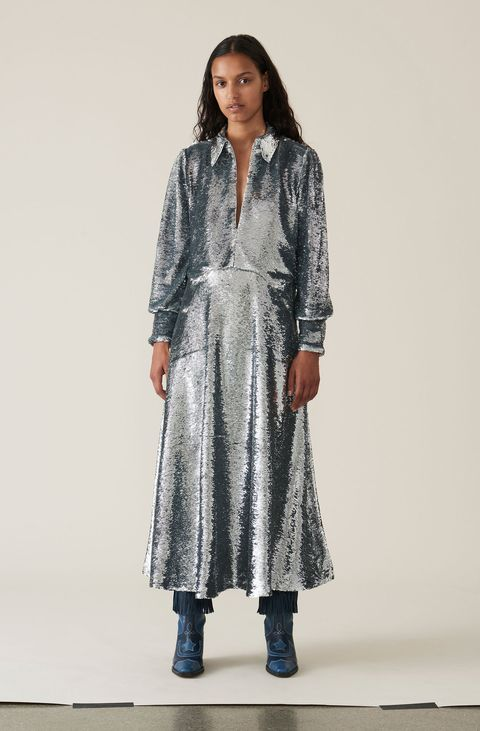 Clothing, Outerwear, Dress, Fashion, Duster, Overcoat, Coat, Fashion model, Fashion design, Formal wear,