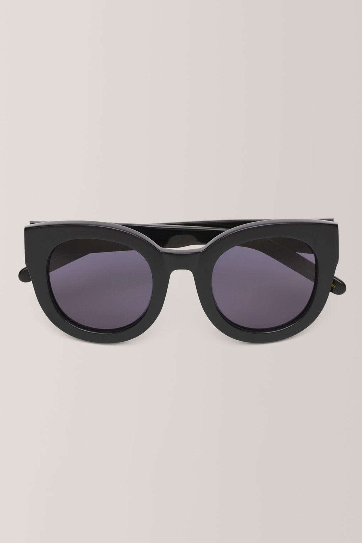ganni-sunglasses-1532358493.jpg (2000×3000)