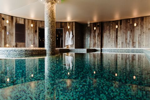 Water, Swimming pool, Reflection, Building, Interior design, Architecture, Reflecting pool, Room, Ceiling, Leisure,