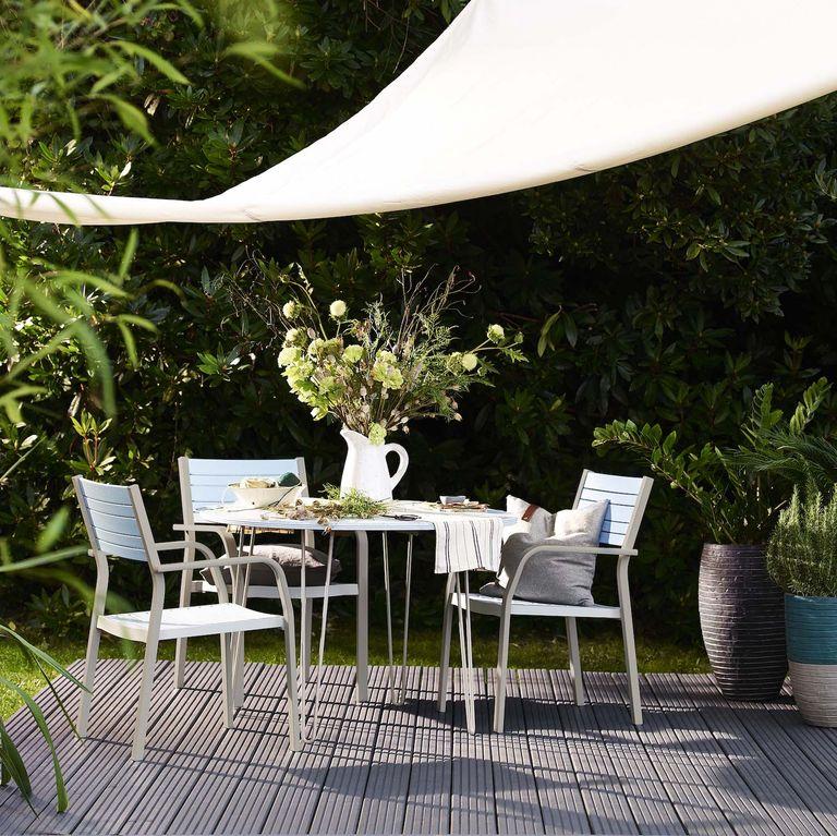 Adding Garden Benches Outdoors