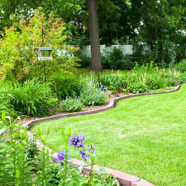 garden edging ideas   brick edging in garden with flower bed