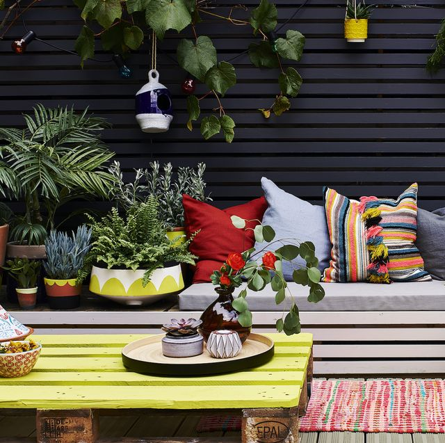 garden paint, painted garden fence and furniture