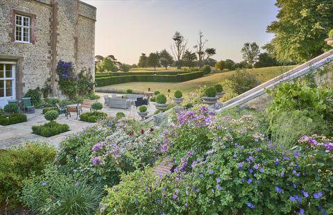 garden designed by juliet sargeant