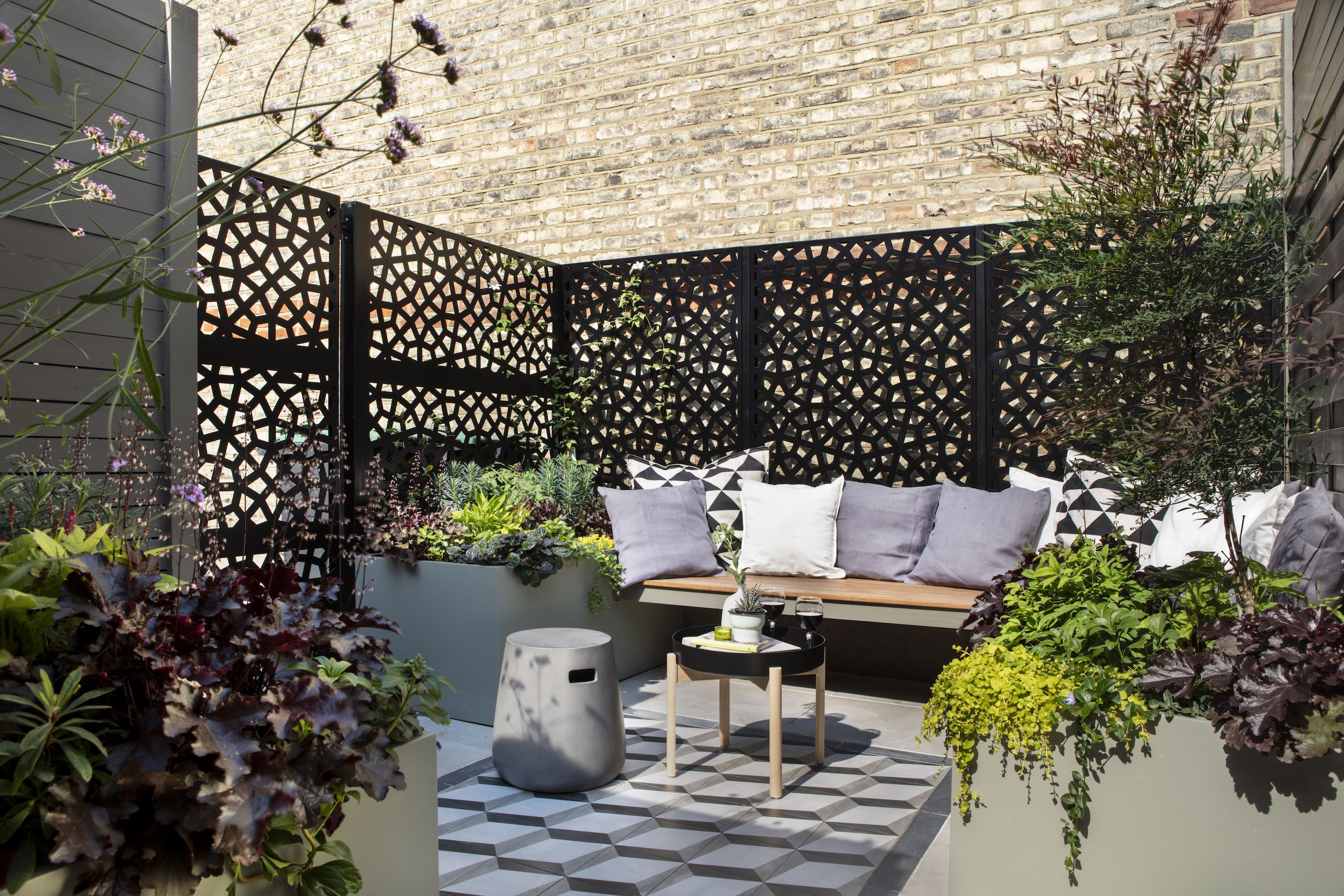 Photos: Small L-shaped plot transformed into chic city garden