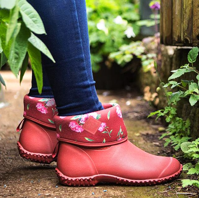 f898922143c 10 Best Garden Shoes & Boots in 2019 - Waterproof Shoes for Gardening