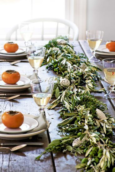 garland centerpiece thanksgiving table setting idea
