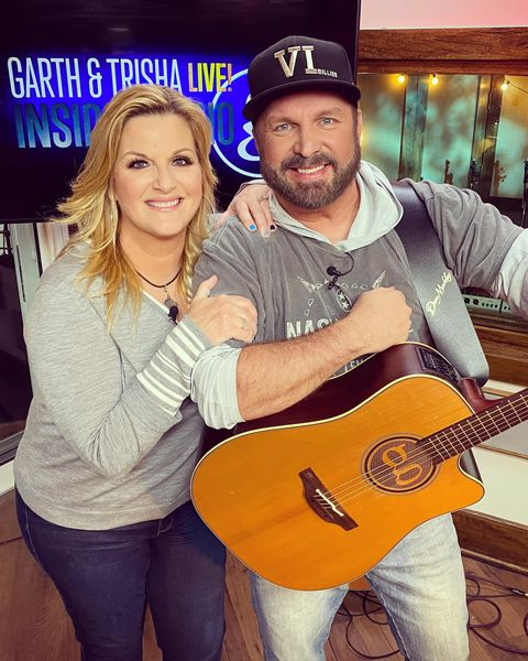 garth brooks and trisha yearwood performed fan requests from home due to coronavirus