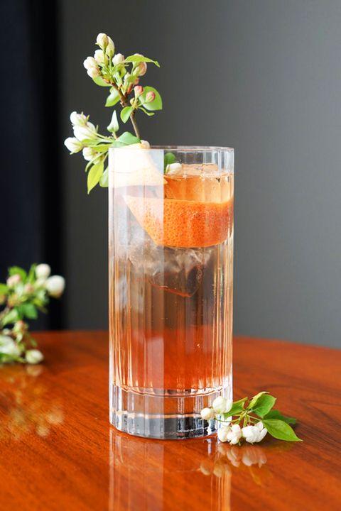 Liquid, Fluid, Leaf, Drink, Drinkware, Alcoholic beverage, Glass, Highball glass, Distilled beverage, Barware,