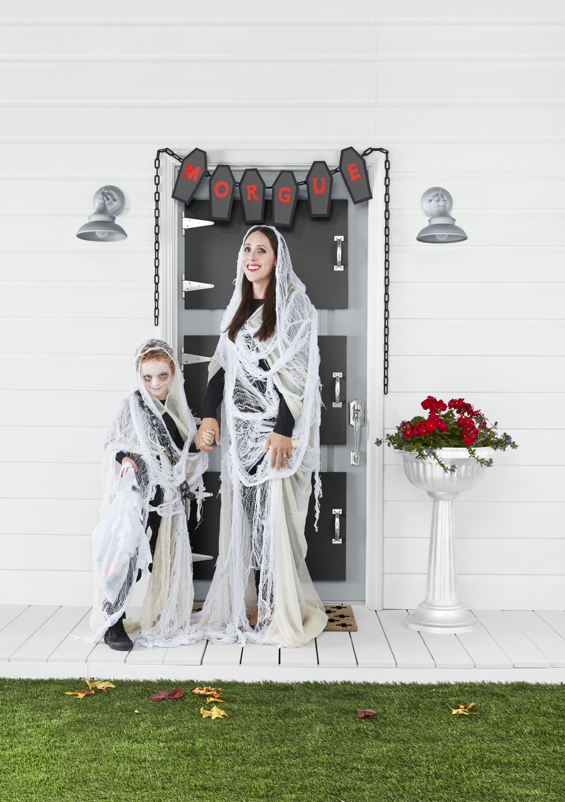 Ghost Of Christmas Present Costume Ideas.25 Best Family Halloween Costume Ideas 2019 Family Of 3