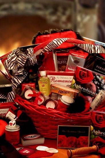13 best valentines day gift baskets top gift basket ideas for him or her - Valentines Day Gift Basket Ideas