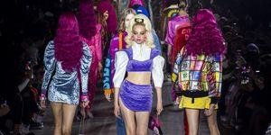 【米蘭時裝週】GCDS 的「真人芭比」太美了!90年代的 Disco 穿搭,每件夾克的背後還藏了超可愛細節!