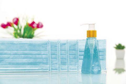 mascarillas y gel hidroalcohólico