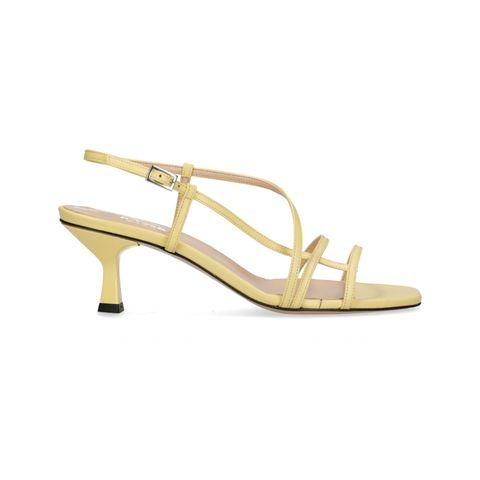 gele sandalen met bandjes en kitten heel van sacha