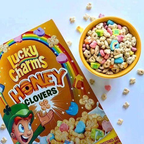 Food, Breakfast cereal, Snack, Popcorn, Kettle corn, Cuisine, Vegetarian food, Candy corn, Confectionery, Sweetness,