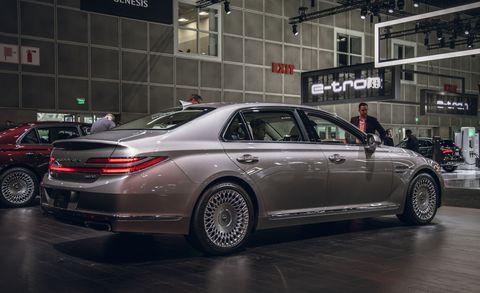 Land vehicle, Vehicle, Car, Luxury vehicle, Personal luxury car, Full-size car, Sedan, Mid-size car, Automotive design, Auto show,