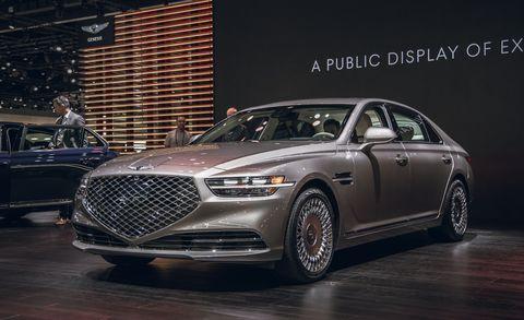 Land vehicle, Vehicle, Car, Luxury vehicle, Automotive design, Mid-size car, Full-size car, Motor vehicle, Grille, Personal luxury car,