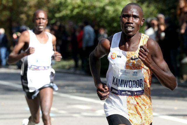 el atleta keniano geoffrey kamworor durante su victoria en el maratón de nueva york 2019