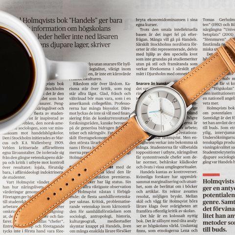 Analog watch, Watch, Watch accessory, Strap, Fashion accessory, Material property, Jewellery, Brand, Hardware accessory,