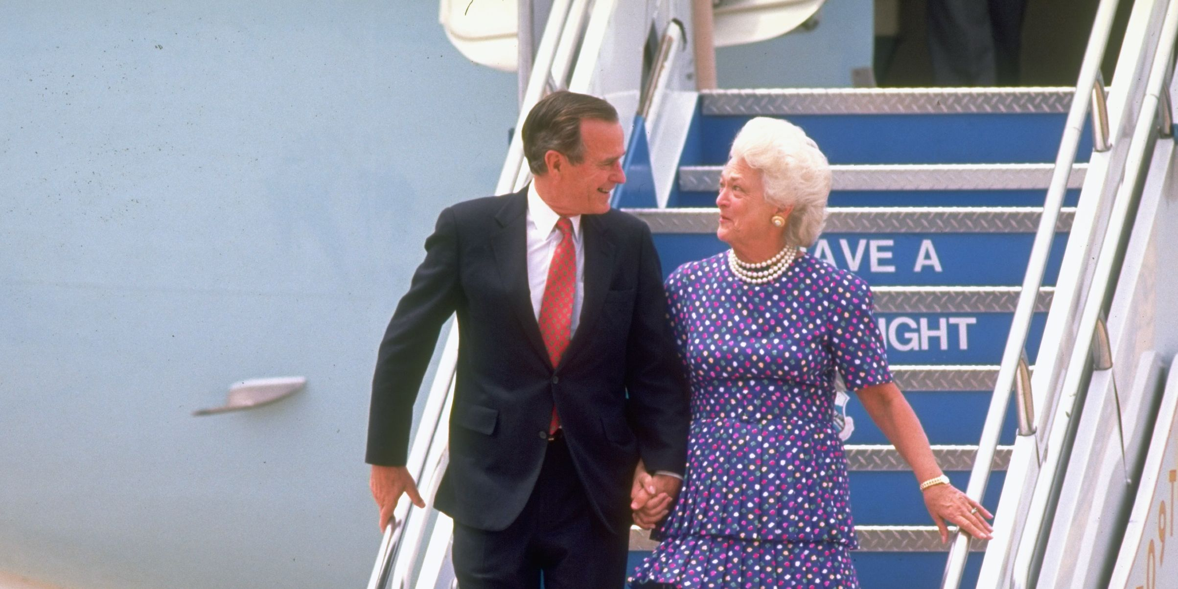 george bush and barbara bush 1989