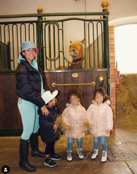 georgina rodríguez pasa un día en el campo junto a sus hijos