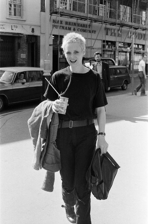 龐克教母駕到!Vivienne Westwood 金句與經典設計回顧,《慾望城市》的婚紗、還有這個陽具吊飾是怎麼回事?!