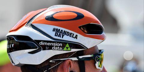 Mark Cavendish OakleyAro5 Mandela Day Helmet