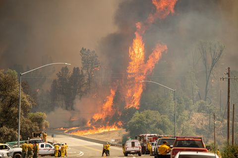 Wildfire, Fire, Smoke, Motor vehicle, Explosion, Event, Pollution, Emergency, Flame, Fire department,