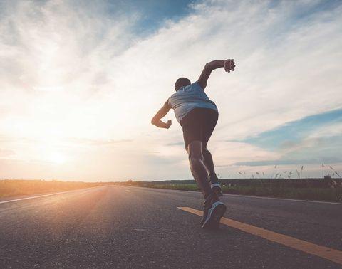 hombre, corriendo, carretera