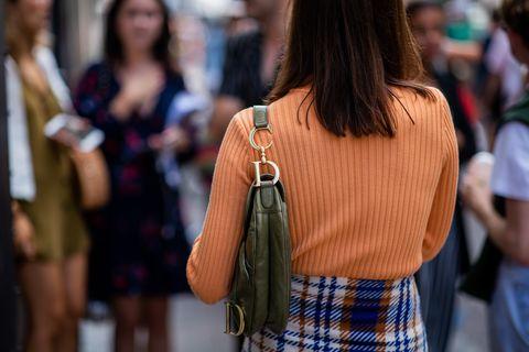Plaid, Hair, Street fashion, Tartan, People, Clothing, Fashion, Pattern, Shoulder, Eyewear,